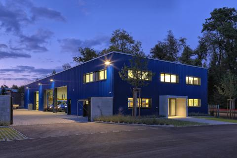 Valetti Firmengebäude bei Nacht